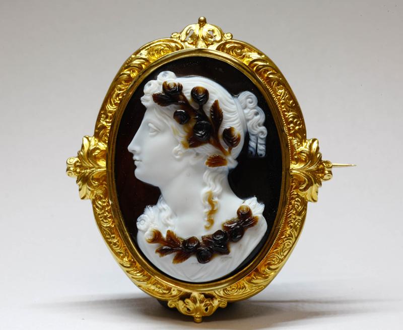 アンティークジュエリー 花の女神フロラ 三層アゲート カメオ ゴールド ブローチ